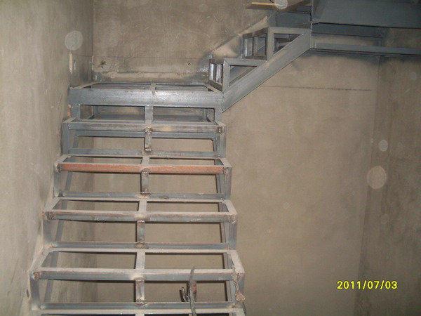 大连顺兴钢结构阁楼楼梯