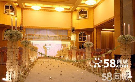 朝阳公园婚礼堂位于朝阳区朝阳公园西路朝阳公园西四号门内,地理位置优越,交通便利,景色优美,环境宜人,是一家理想的婚礼会所。朝阳公园婚礼堂内装修豪华典雅、时尚浪漫,宴会厅可同时容纳25桌宾客用餐,是举办浪漫婚宴的理想选择。在这里举办您的婚宴必将能为您开启您美妙的人生体验。在您大婚的一天,将成为您人生中最美好和梦幻的回忆。