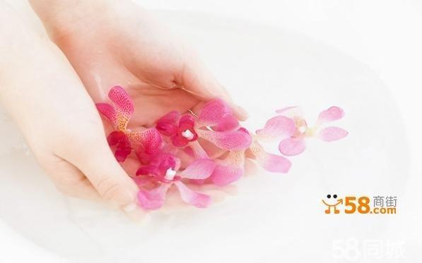 一般来说,美容院常备有两种产品:手蜡和复合素手膜.