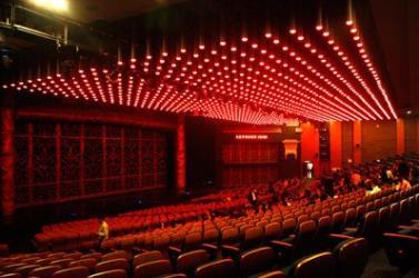 """打造的""""香茗大剧院"""",达8000平方米,有1500个普通坐席,22个贵宾坐席"""